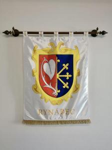 slavnostní saténový znak pro obec Rynárec
