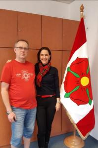 slavnostná sametová vlajka p. starosta plus majitelka Liky - město Bavorov