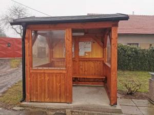autobusová zastávka pro obec Dubno