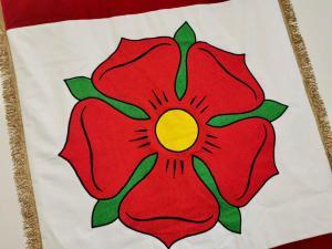 slavnostní sametová vlajka města Bavorov s hustými třásněmi