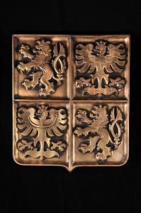 velký státní znak vyrobený z keramiky